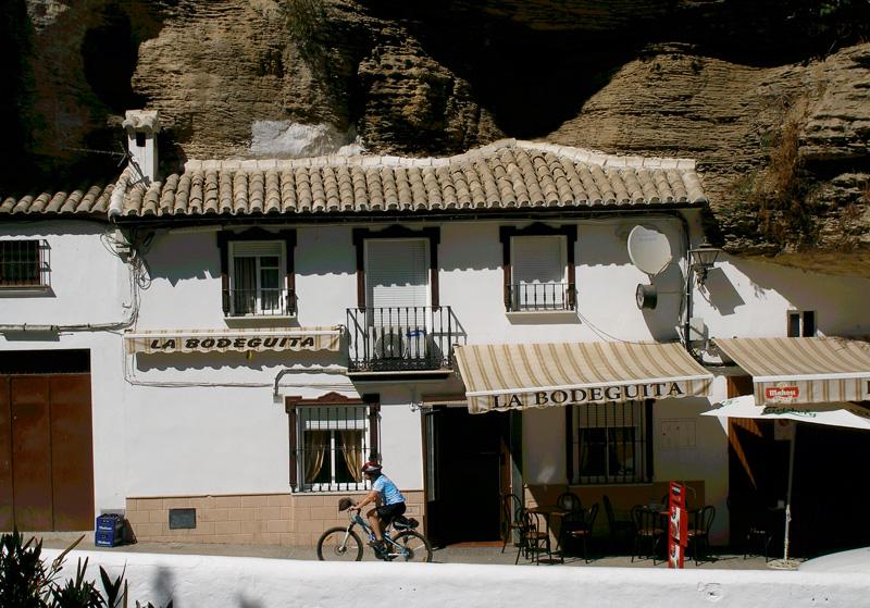 Pasando el pueblo Setenil de las Bodegas (Cádiz) hacia Olvera