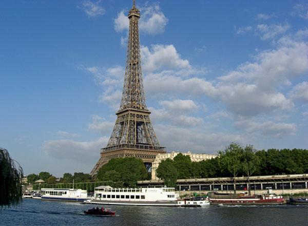 Descubre Paris y sus alrededores en barco y bici