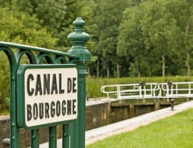 El Canal de Borgoña en barco y bici