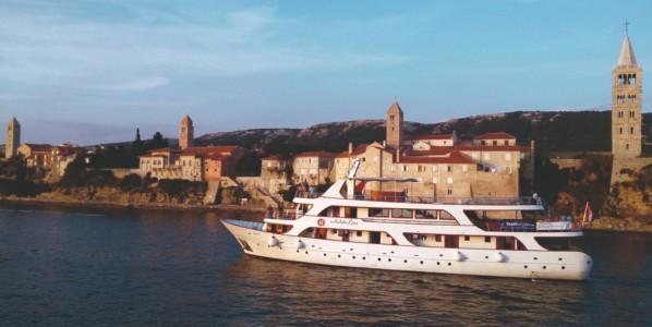 Croacia: La Bahía Kvarner en la costa Adriática en barco-bici